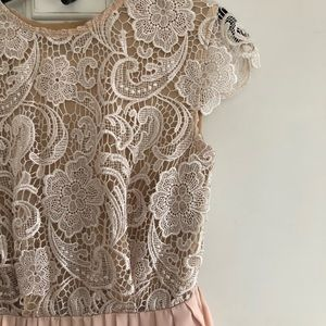 Gorgeous Nami lace dress with back cutout